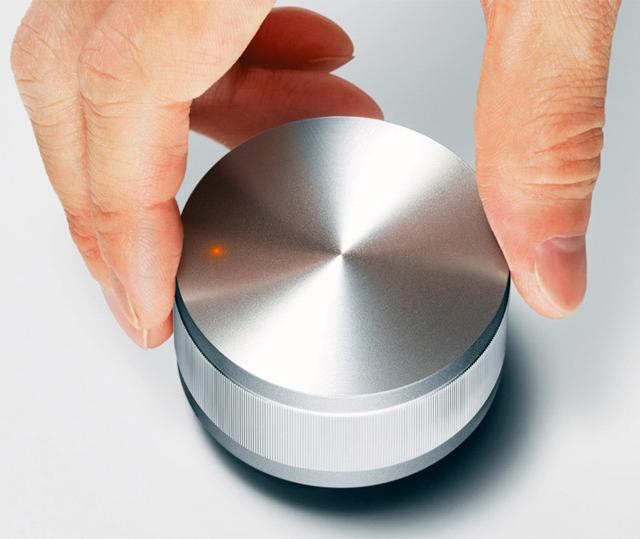 Vol Portable Speaker by Hironao Tsuboi