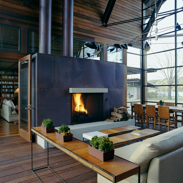 293924847 5a50df1bd1b21 30 Awesome Fireplace & Fire Pit Designs