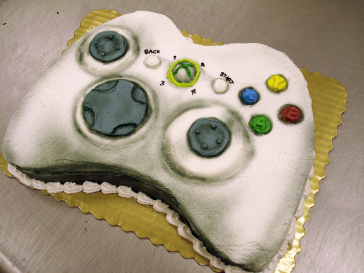 360 controller cake by erisana1 Top 30 Realistic Cake Designs