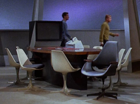 Eero-Saarinens-Tulip-Chair-from-Star-Trek