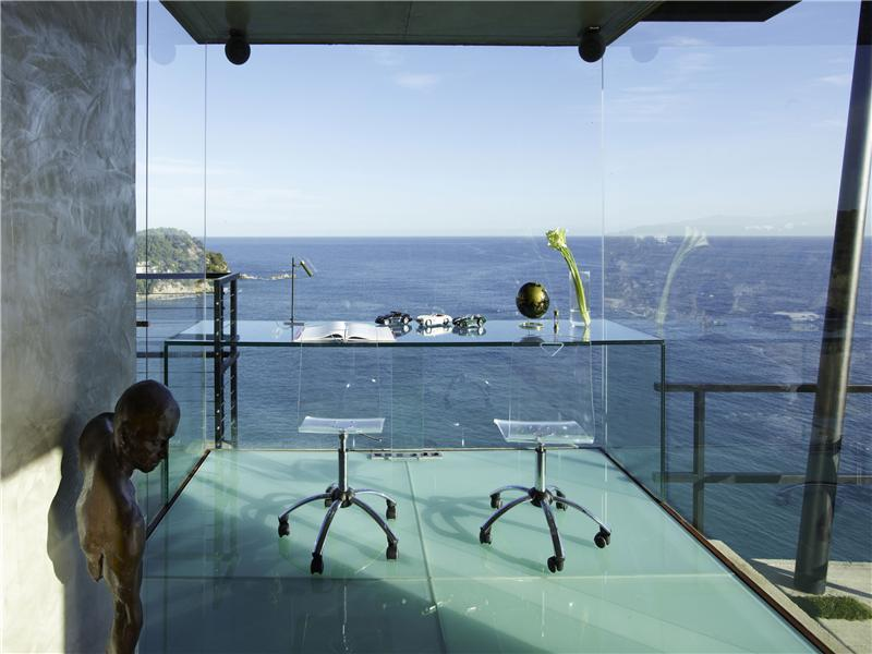 Tossa De Mar Villa in Spain (11)