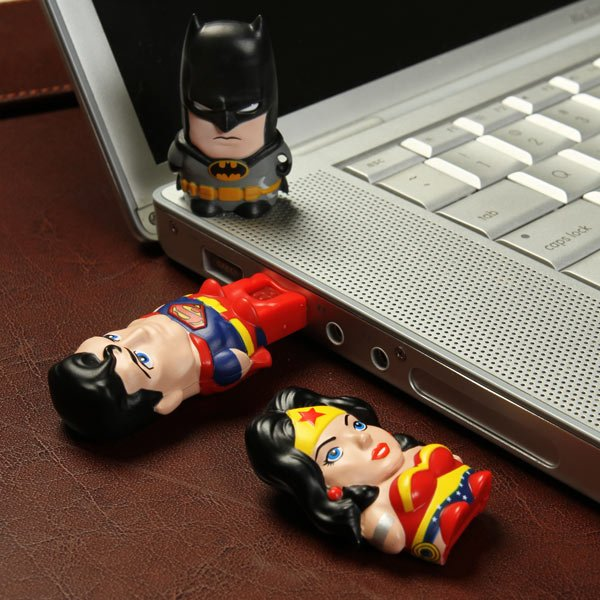 156550514178263566 11d9368c6e3d1 25 Creative USB Drives You Could Buy