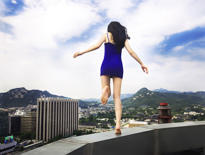 death defying photography by ahn jun 13 Frightful and Alarming Photography by Ahn Jun