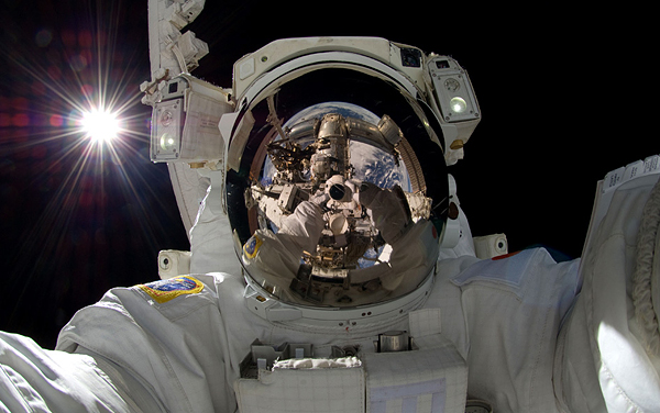 japanese-astronaut-self-portrait