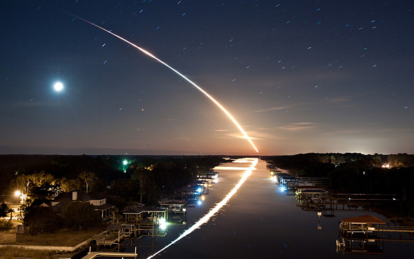 long-exposure-of-space-shuttle-endeavour