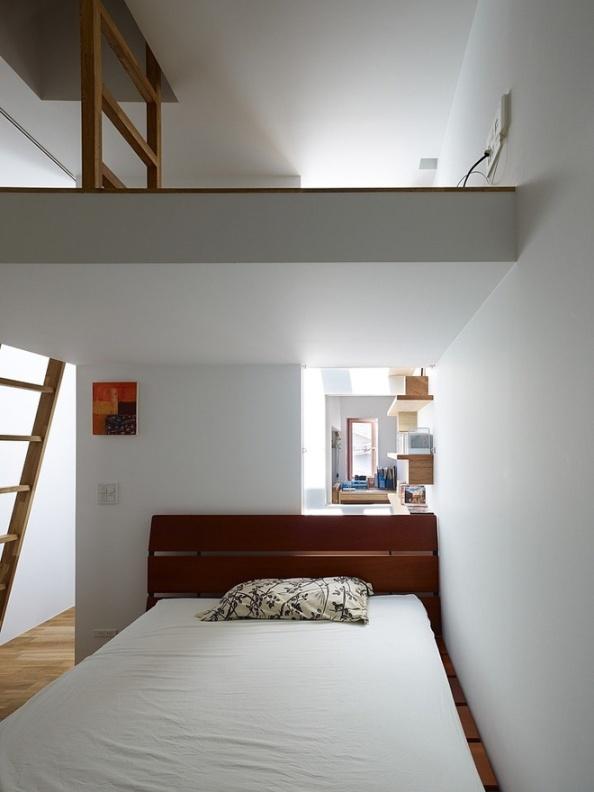 narrow-house-by-fujiwaramuro-architects (6)