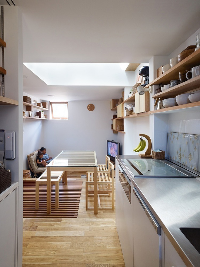 narrow-house-by-fujiwaramuro-architects (7)