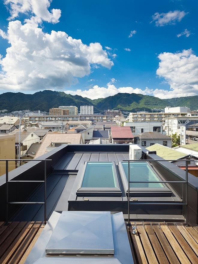 narrow-house-by-fujiwaramuro-architects (8)