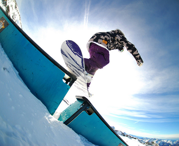 Rock-On-Snowboard-Tour-by-Yanis-Ourabah