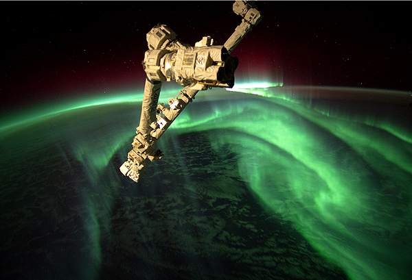 space-station-above-aurora-borealis