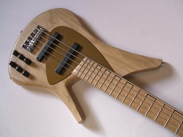 ReQ bass by Ezequiel Galasso