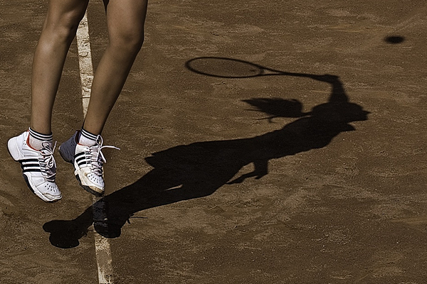 shadow in action by jordi gallego 25 Remarkable Examples Of Shadow Photography