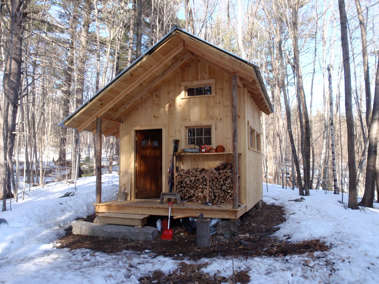 Cabin fever 50 quiet and peaceful cabin designs for Building a small cabin in the woods