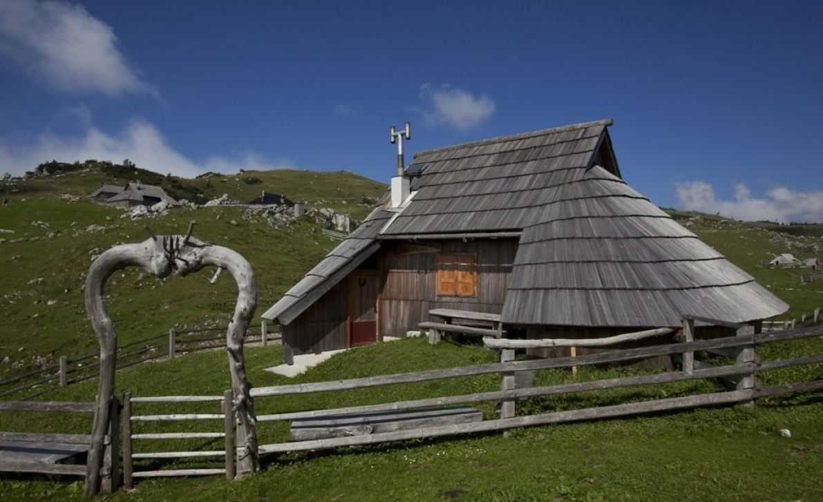 Alpine cabin on Velika Planina, Slovenia. Photo by Tone ?ešnovar.