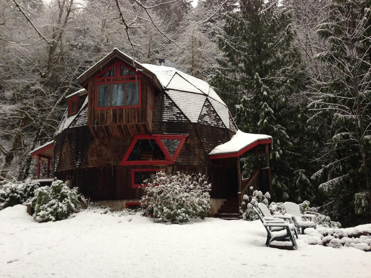 Geodesic cabin in Welches, Oregon.