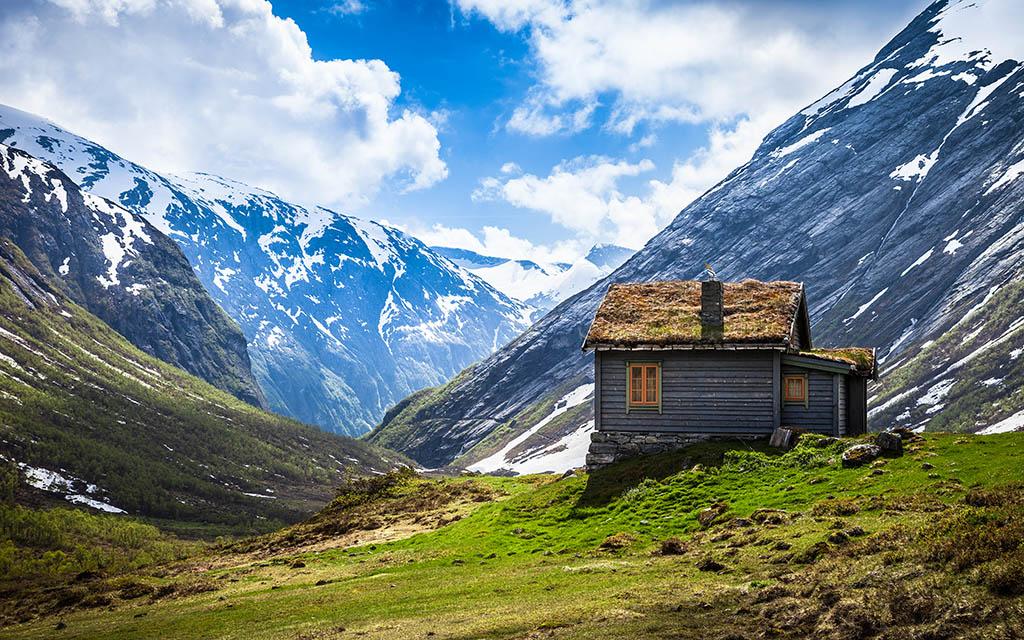 Valley House By Lowe Rehnberg