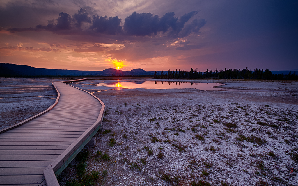 Yellowstone Sunset By rayshan