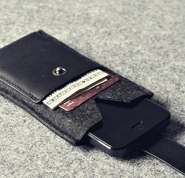 Charbonize iPhone 5 Wallet