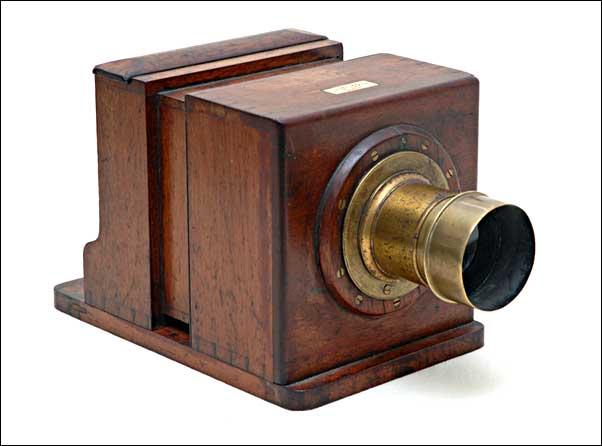 sliding wooden box camera