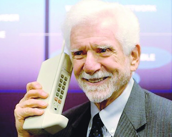 ... The Motorola Dyna-Tac was the first commercial mobile phone invented