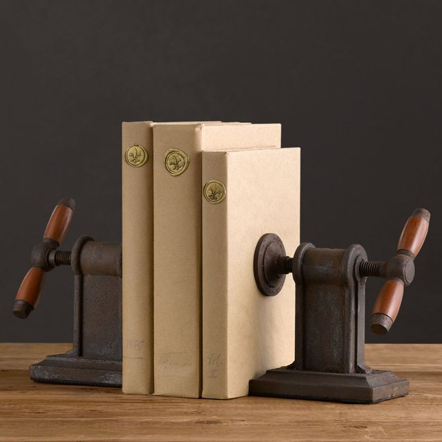 210825867 2cc3301880511 31 Amusing Bookend Designs