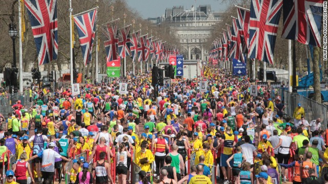 87071 15914 130421153042 the mall london marathon horizontal gallery1 Creative Placements for Outdoor Advertising