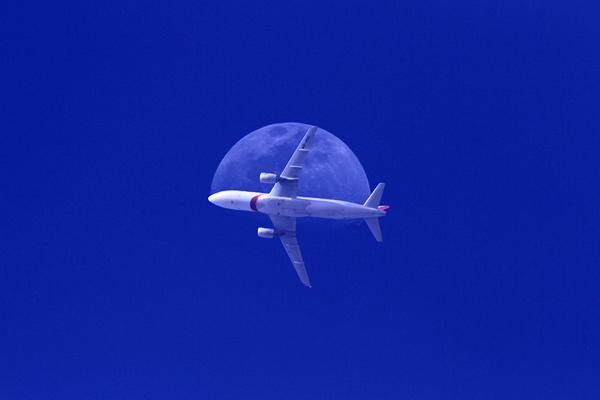 fly me through the moon 50 Beautiful Examples of Aviation Photography