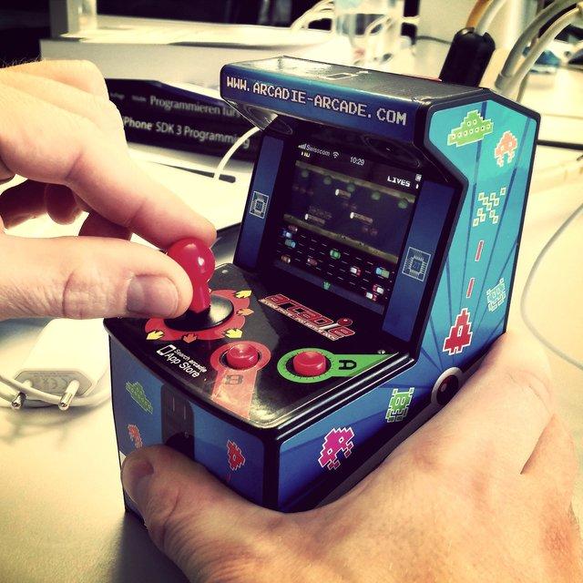 Arcadie iPhone/iPod Gaming Unit