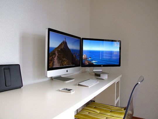 How to Set Up a Dual Monitor Computer Station ...