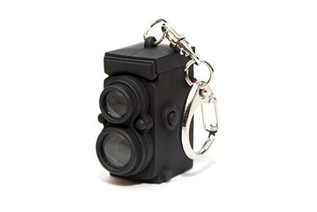 kikkerland-vintage-camera-key-chain[1]