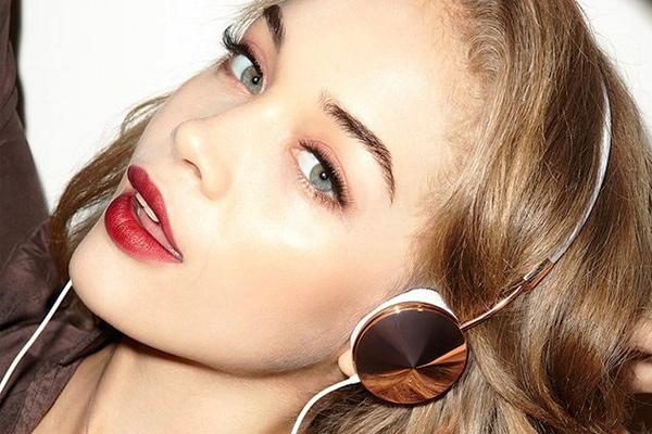 Layla-Rose-Gold-Headphones