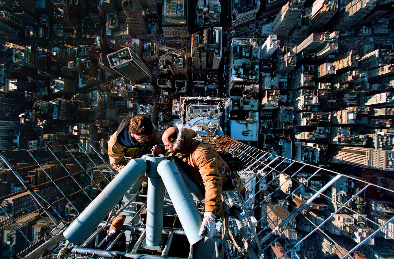 Cleaning the antenna of the Empire State Building - Vincent Laforet