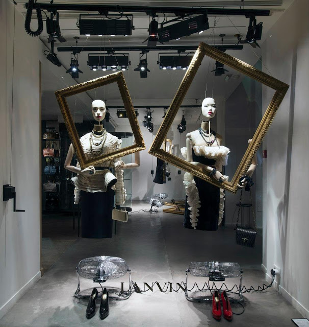 Marionnettes Window Display