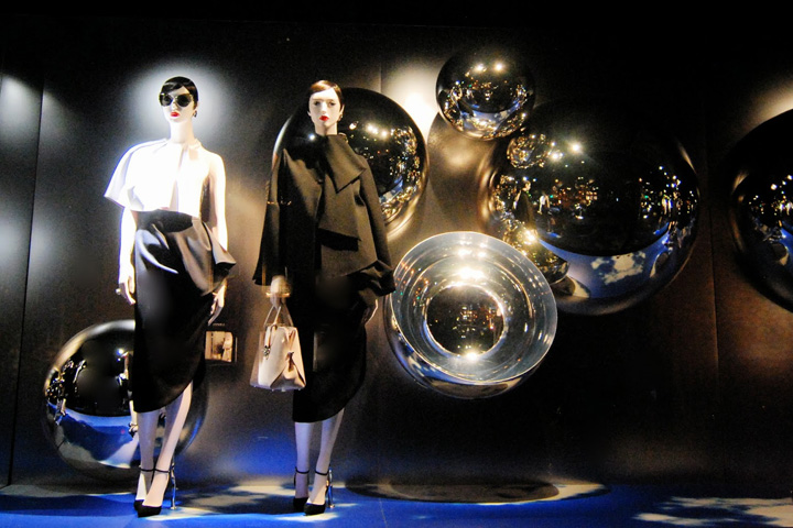 dior mirror windows at avenue montaigne paris france1 15 of the Best Window Displays of 2013