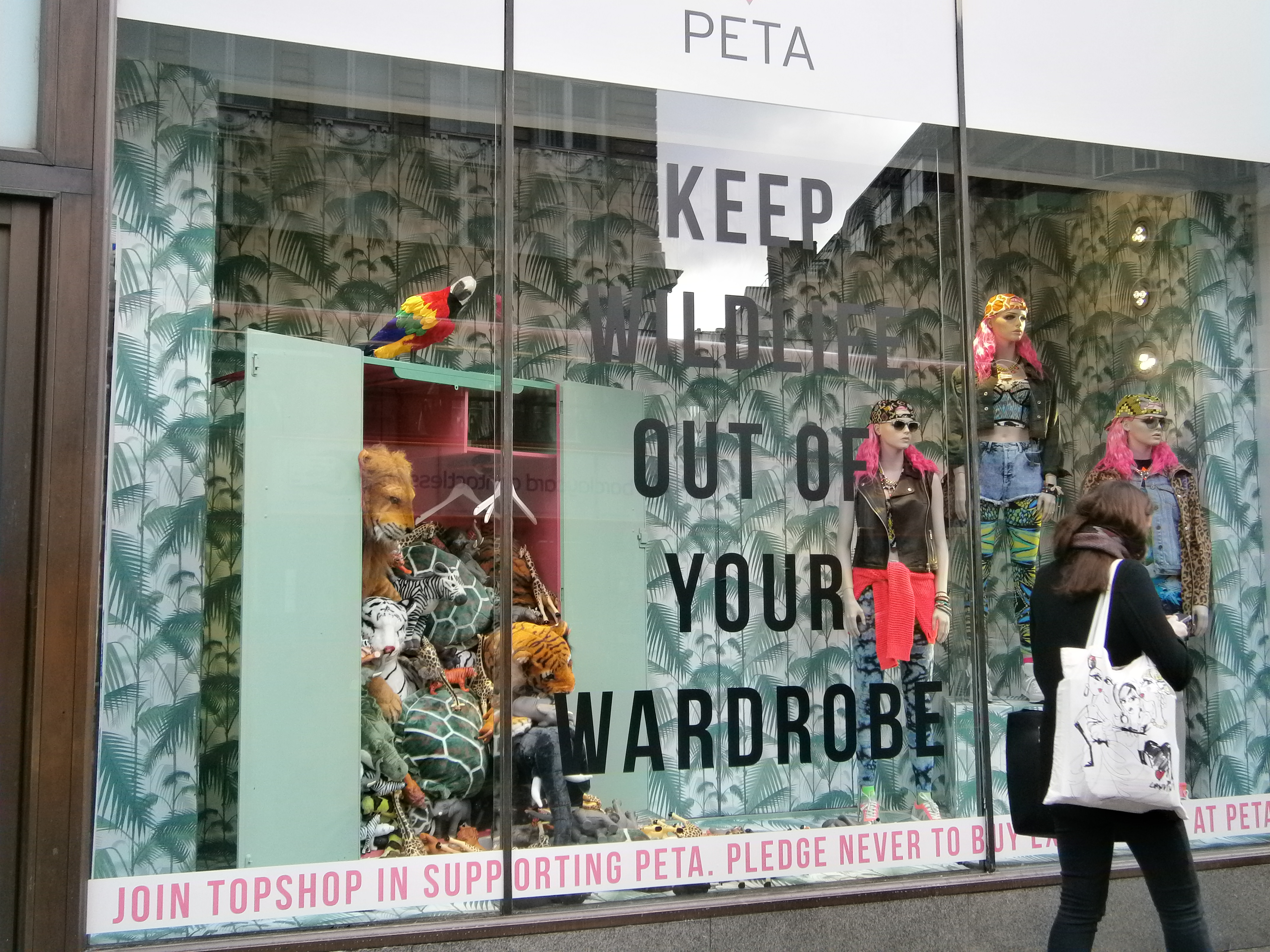 ts1 01 15 of the Best Window Displays of 2013
