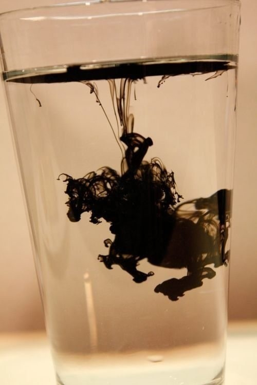 Ink in water makes a knight on a horse.