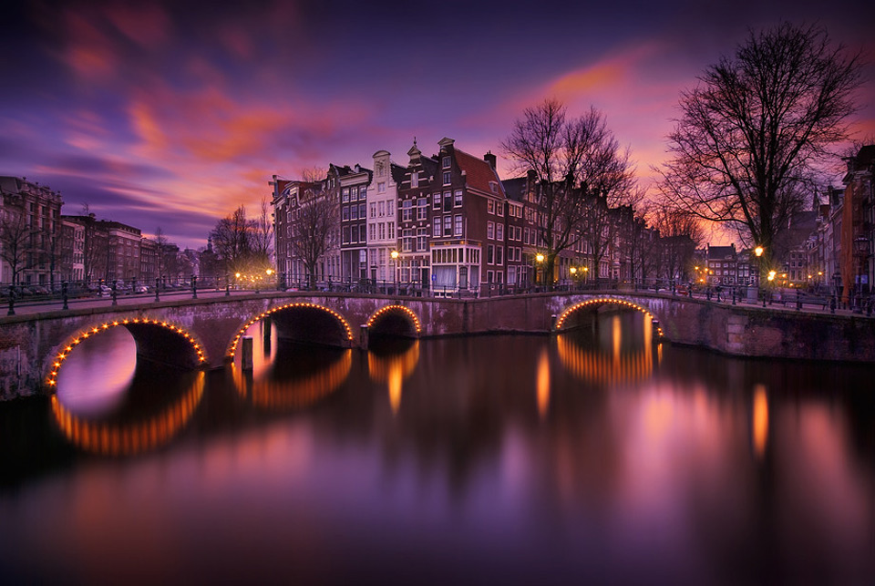 amsterdam at night by ivc3a1n maigua 60 Spectacular Examples of Long Exposure Photography