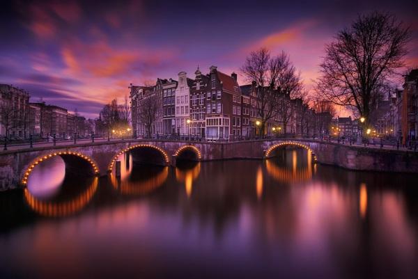Amsterdam At Night by Iván Maigua