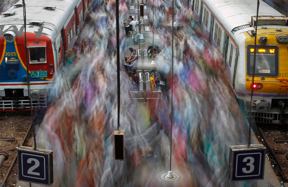 Rush Hour In Mumbai by Vivek Prakash