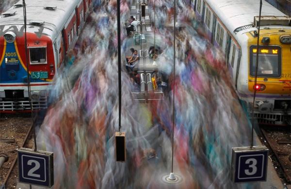 Rush Hour In Mumbai by Vivek Prakash