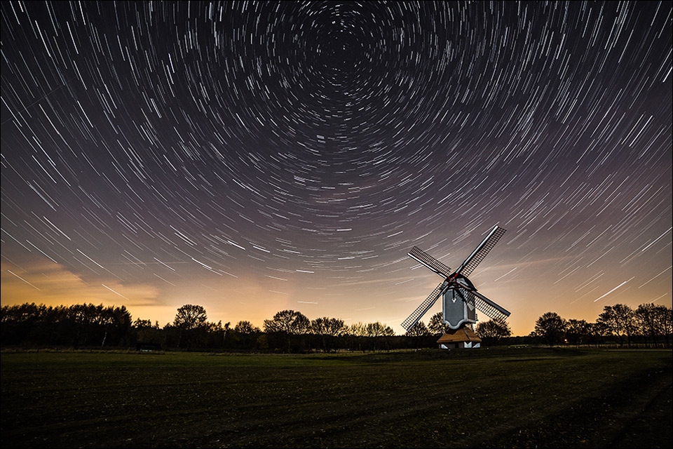 windmill under the stars by sus bogaerts 60 Spectacular Examples of Long Exposure Photography