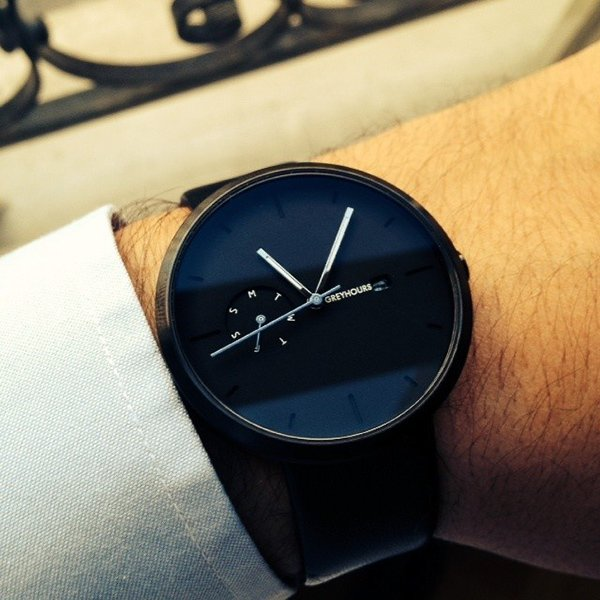 Greyhours Essential Black Watch by Julien Gueuning