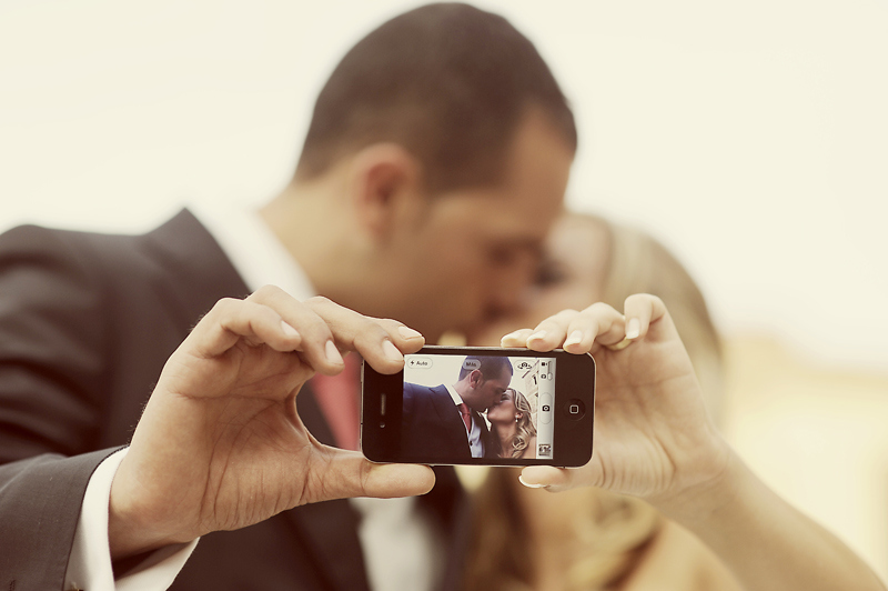 iPhone Wedding by Manuel Orero