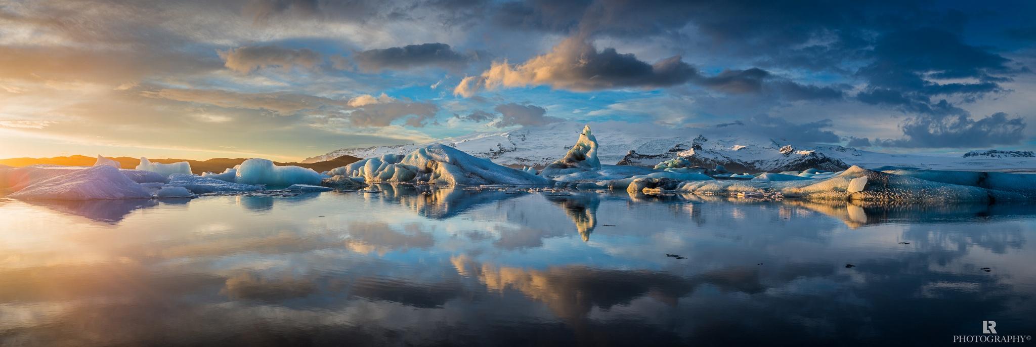 Jökulsárlón lagoon in southeastern Iceland by Lorenzo Riva
