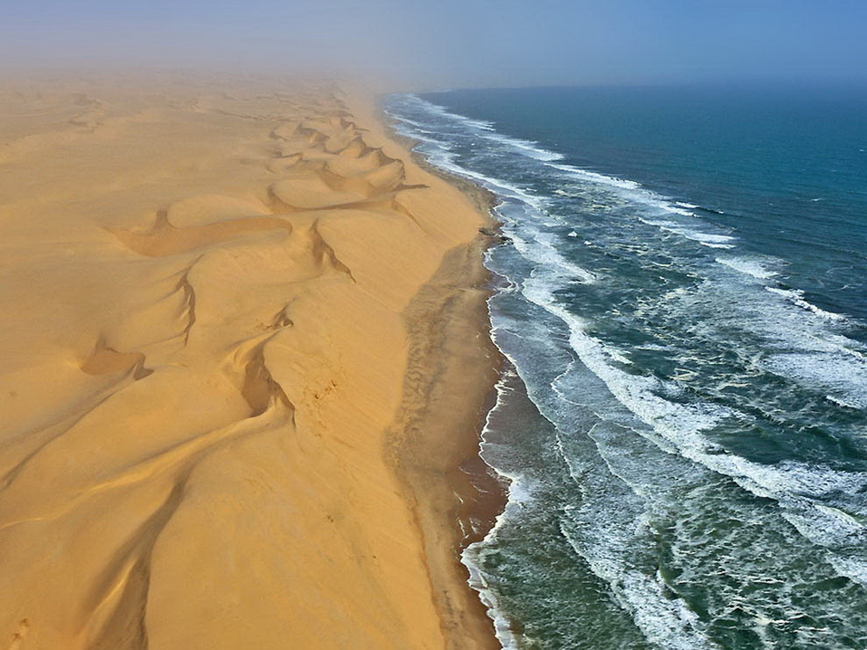 Nambia, Where desert meets water