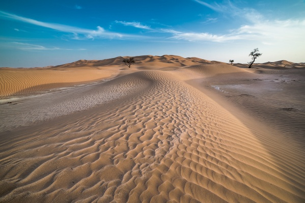 Sand dunes in Oman, photo by Yuri Ovchinnikov